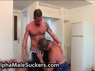 Très chaud gay men baise et suçage