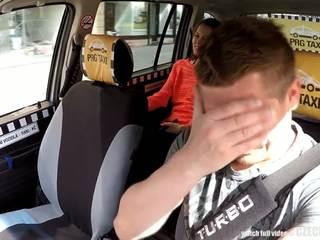 Cutest tiener gets een gratis taxi rit, gratis porno 80