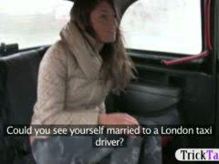 बेब से latvia देख के लिए एक हज़्बेंड गड़बड़ द्वारा cab driver