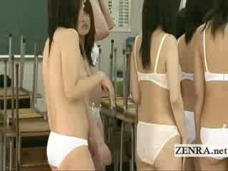 Japonesa schoolgirls clean bottomless y entonces desnudo
