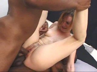 Putih milf gets screwed oleh two besar hitam cocks