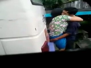 Myanmar espía cámara pareja