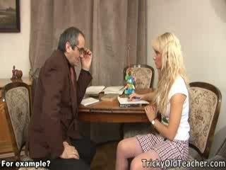 Comel blondie fucked brutally oleh beliau pervert guru.