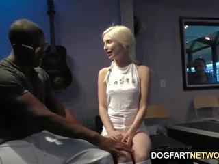 Piper perri takes a melnas dzimumloceklis par viņai carreer
