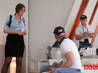 Polizia donna gets double penetrated a crime scena