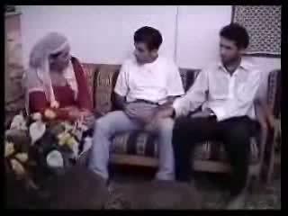 Arabian ibu rumah tangga fucked with two guys. video