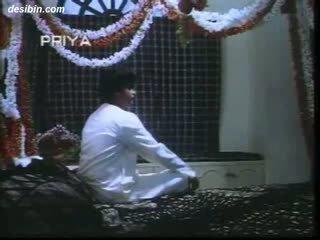 Desi suhaag raat masala video a Mainit masala video featuring guy unpacking kaniya asawang babae sa una night