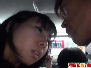 Japonské pička stimulated na the autobus