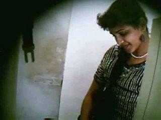 هندي في سن المراهقة زوجان سخيف secretly في net cafe جزء 3