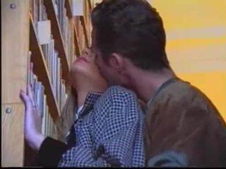 ช่องปากเพศ, จูบ, ผิวขาว