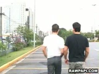 Latina homosexuální barebacking s velký osvalený člověk