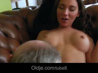 Гаряча bossy підліток fucks її старий butler