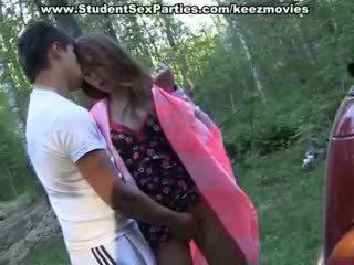 किशोर की उम्र सेक्स में the कार पर एक picnic
