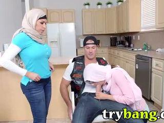 Arab mia khalifa & juliana vega taşaklar 3way
