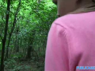 Publicagent innocent 尋找 青少年 他媽的 在 該 woods