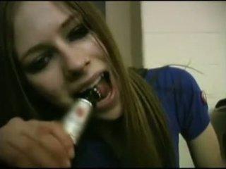 Avril lavigne flashing bh.
