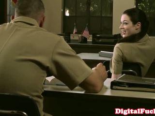 Nhỏ quân nhân bé stoya văn phòng demands miệng từ riêng