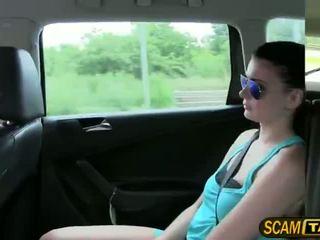 Sexy fierbinte adolescenta scarlet gets inpulit în the taxi și recieves fierbinte cumshots