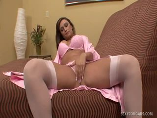 Cougar ClauDia Thowdynks Age Is Just A...