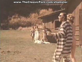 Prisoners มี a ยาก เพศ ด้วย ผู้หญิง