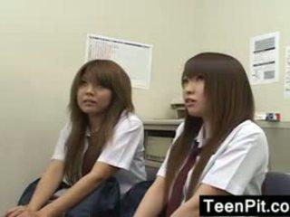 Ýapon schoolgirls get gara mailed