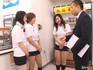 Jepang av model di sebuah piss video