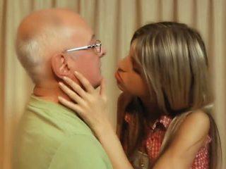 brünett, sale, suudlemine
