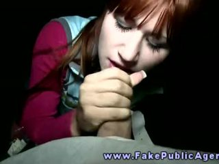 Fake verejnosť agent promisses an amatérske dievča že on vôľa semeno na ju tvár