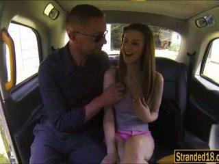 Groot jugs tiener stella cox takes reusachtig lul in poesje in de auto