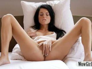 Bela jovem grávida gaja margot finger fucks e masturbates com um dildo