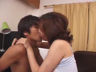 Japoneze njerka e abuzuar nga i eksituar husbands bir video