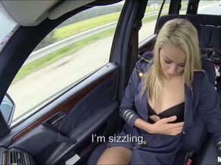 Si rambut perang pramugari has pertama masa kereta seks