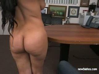 Ποπός ada sucks καβλί του αυτήν boyfriend σε τους σπίτι