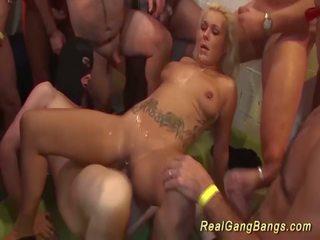 Tattooed німецька gangbanged, безкоштовно реальний банда bangs hd порно e4