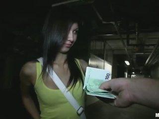 娇小 学院 女孩 stuffed 为 金钱