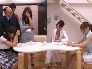 Japānieši av modele taking pocket rocket