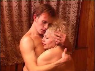 Moden kvinde & ung fyr (6 - russian porno & danish title)