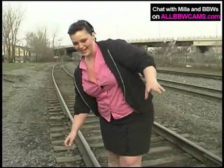 Gros princesse gets nu sur railway
