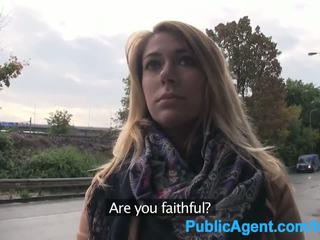 Publicagent ani gets scopata outdoors e in il auto