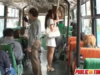 Yuu asakura may a titi sa ang bus