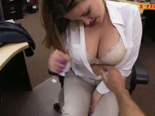 Foxy riesig brüste unternehmen dame screwed nach oben für geld