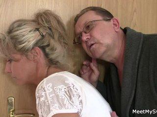 Hij leaves en sensuous parents seduces zijn gekruid nymph