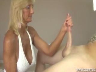 Cô gái tóc vàng bà nội handjob, miễn phí câu lạc bộ tug khiêu dâm af