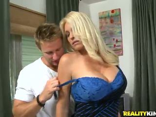 Charlee chase ο oustanding tittied μητέρα που θα ήθελα να γαμήσω has που αγάπη με younger partner