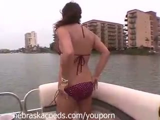 4 girls boating and flashing around south padre island on my friends gämi
