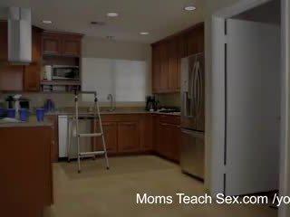 Мами вчити секс - її boyfriend jizzed на її крок мами цицьки
