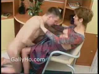 Mama wymuszony do pieprzyć jej syn