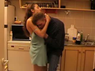 Daddys con gái fucked lược trong các nhà bếp video
