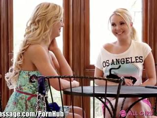 Allgirlmassage milfka step-mom lezbické facesits - porno video 031