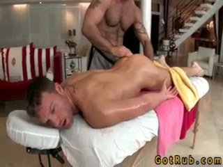 Hunk gets astounding homo masāža
